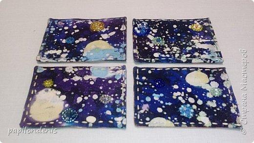 """Здравствуйте. Позвольте показать результаты моих экспериментов в горячем батике.  Очень понравилось возиться с парафином и красками для ткани.  Правда , потом голову поломала, как это все оформить в карточки... Получилась небольшая серия АТС из ткани -  """"Небо и земля"""". фото 2"""