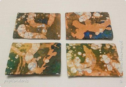"""Здравствуйте. Позвольте показать результаты моих экспериментов в горячем батике.  Очень понравилось возиться с парафином и красками для ткани.  Правда , потом голову поломала, как это все оформить в карточки... Получилась небольшая серия АТС из ткани -  """"Небо и земля"""". фото 3"""