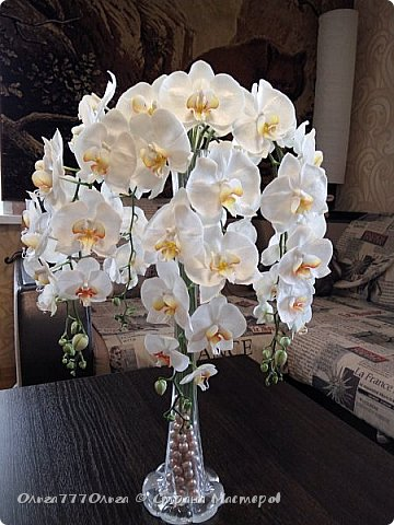 Букет белых орхидей из полимерной глины фото 2