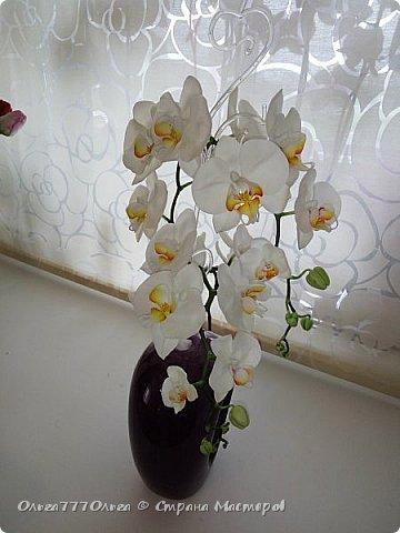 Букет белых орхидей из полимерной глины фото 8