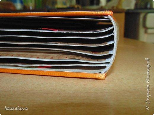 всем доброго дня! этот альбом на мамин юбилей- моя первая крупная работа в данной технике. изначально все было задумано глобальнее, с красивым и объемным декором, но времени на изготовление было катастрофически мало, потому получилось, что получилось... в изготовлении очень пригодились эти мк: http://vinograd08.blogspot.ru/2010/06/blog-post_27.html (переплет), http://stranamasterov.ru/node/783359?c=favorite (водопад). Спасибо мастерам за идею! фото 3
