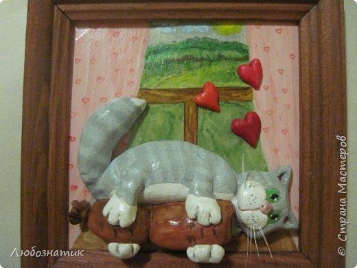 Здравствуйте дорогие друзья и гости! Представляю вам картину-панно. Размер (12 Х 13) см. Котик и сердечки из холодного фарфора (без варки), фон нарисовала, всё покрыла лаком. Много писать не буду времени нет, побежала готовиться ко дню рождения :-) (юбилей всё таки)  :-) Приятного просмотра!  фото 1