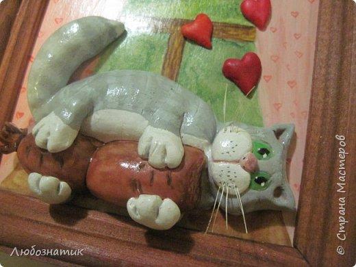 Здравствуйте дорогие друзья и гости! Представляю вам картину-панно. Размер (12 Х 13) см. Котик и сердечки из холодного фарфора (без варки), фон нарисовала, всё покрыла лаком. Много писать не буду времени нет, побежала готовиться ко дню рождения :-) (юбилей всё таки)  :-) Приятного просмотра!  фото 2