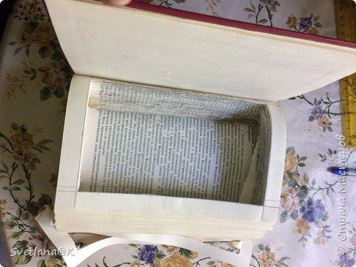 Всем доброго дня! Давно хотелось сделать шкатулку из старой книги.....Наконец нашлась подходящая, которую не жалко было пустить под переделку. Вот, что у меня получилось.... фото 2