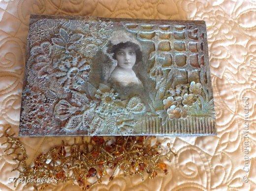 Всем доброго дня! Давно хотелось сделать шкатулку из старой книги.....Наконец нашлась подходящая, которую не жалко было пустить под переделку. Вот, что у меня получилось.... фото 13