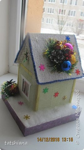 Вот такие домики были сделаны в качестве подарков на новый год. В основе коробочка конфет, внутри домика чай. фото 4