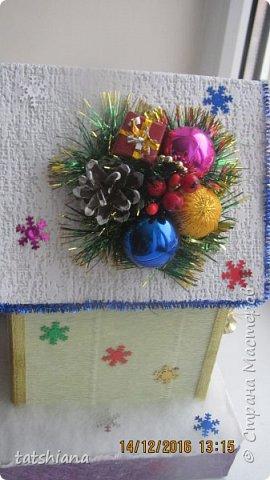 Вот такие домики были сделаны в качестве подарков на новый год. В основе коробочка конфет, внутри домика чай. фото 3