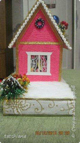 Вот такие домики были сделаны в качестве подарков на новый год. В основе коробочка конфет, внутри домика чай. фото 5