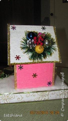 Вот такие домики были сделаны в качестве подарков на новый год. В основе коробочка конфет, внутри домика чай. фото 6