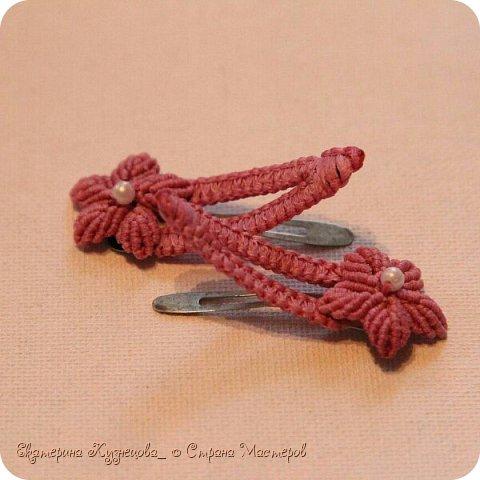 Ободок для волос с цветами.  Выполнен из вощеных нитей, с использованием бусин под жемчуг. В основе - металлическая заготовка для ободка. фото 5