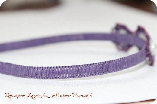 Ободок для волос с цветами.  Выполнен из вощеных нитей, с использованием бусин под жемчуг. В основе - металлическая заготовка для ободка. фото 3