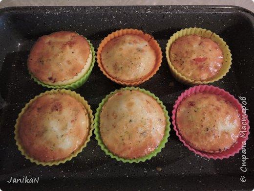"""Мы зовем их дома """"яичные маффины"""". Обычно я готовлю их в выходные утром. Готовятся очень легко практически из того что найдется в холодильнике.  фото 5"""