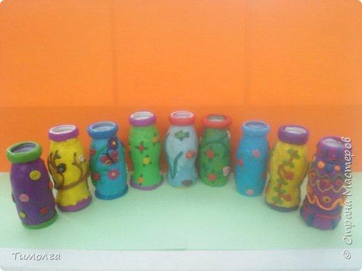 """На основе баночки от """"имунеле"""" ребята изготовили вазочки для мам на 8 Марта. Фантазия ребят безгранична. У каждого получилась своя неповторимая вазочка. фото 6"""