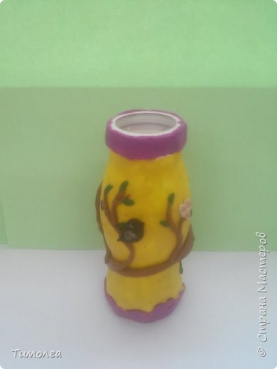 """На основе баночки от """"имунеле"""" ребята изготовили вазочки для мам на 8 Марта. Фантазия ребят безгранична. У каждого получилась своя неповторимая вазочка. фото 5"""