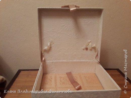 Наконец то доделала коробку для тканевого альбома http://stranamasterov.ru/node/1097714. Не все получилось. Ну и ладно. фото 4