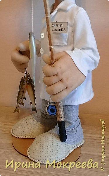 Выношу на ваш суд новую куклу - подарок хирургу , любителю рыбалки . фото 2