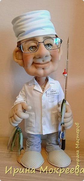 Выношу на ваш суд новую куклу - подарок хирургу , любителю рыбалки . фото 1