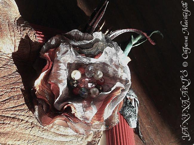 Представляю на Ваш суд две картины в пунцовых тонах.                                               1.  КАРМЕЛИТА. Для жгучей брюнетки из СПб! выполнена из кожи  и замши разных  фактур фото 12