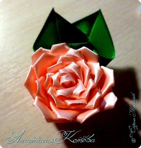 Доброго времени суток, дорогие друзья)  Сегодня я хочу рассказать вам, как сделала розу из лент. На создание одной розы у меня уходит 30 минут. фото 17