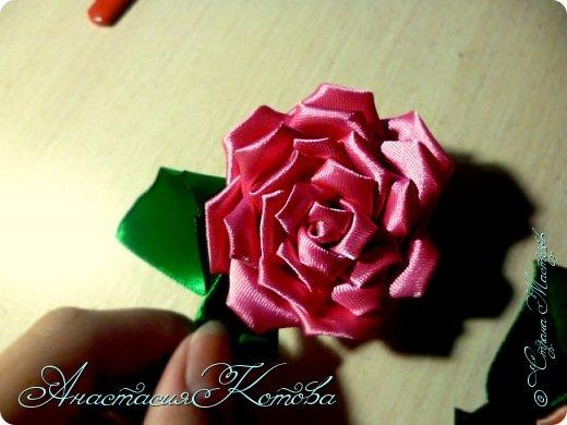 Доброго времени суток, дорогие друзья)  Сегодня я хочу рассказать вам, как сделала розу из лент. На создание одной розы у меня уходит 30 минут. фото 18