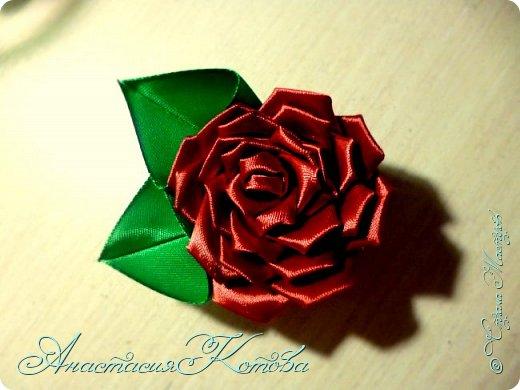 Доброго времени суток, дорогие друзья)  Сегодня я хочу рассказать вам, как сделала розу из лент. На создание одной розы у меня уходит 30 минут. фото 20