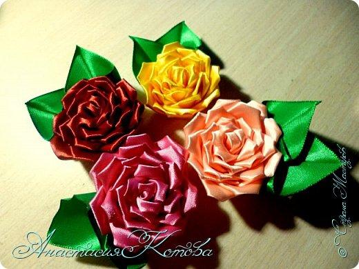 Доброго времени суток, дорогие друзья)  Сегодня я хочу рассказать вам, как сделала розу из лент. На создание одной розы у меня уходит 30 минут. фото 21