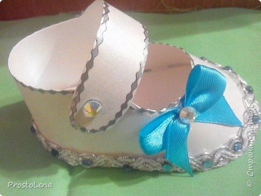Сделала на крестины внука вот такие объемные башмачки, туда положила подарок... фото 3