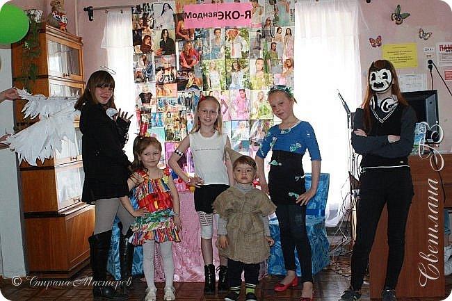 """Приняли участие в конкурсе """"Модная ЭКО-Я!"""" Костюмы придумались и сделались за вечер.Все костюмы сделана из бросового материала.Внуки остались довольны! фото 6"""