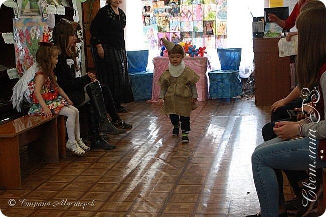 """Приняли участие в конкурсе """"Модная ЭКО-Я!"""" Костюмы придумались и сделались за вечер.Все костюмы сделана из бросового материала.Внуки остались довольны! фото 2"""