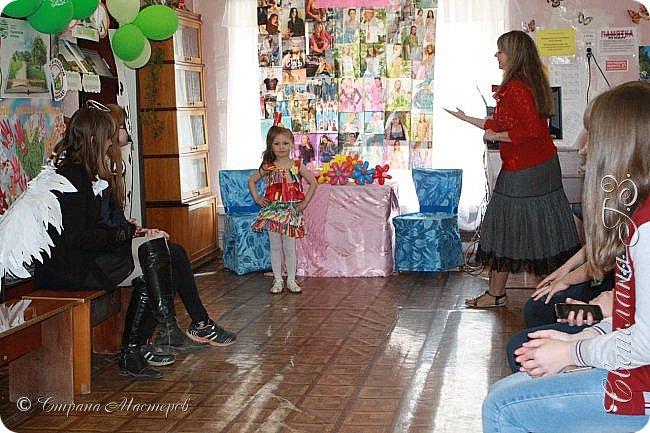 """Приняли участие в конкурсе """"Модная ЭКО-Я!"""" Костюмы придумались и сделались за вечер.Все костюмы сделана из бросового материала.Внуки остались довольны! фото 3"""