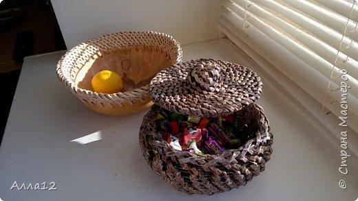 В прошлом году вырастила тыквы лагенарии. Разрезала тыкву, просверлила отверстия, оплела.   фото 3