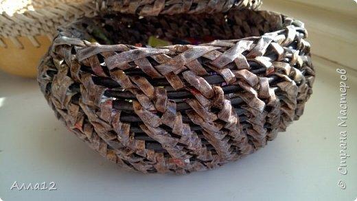 В прошлом году вырастила тыквы лагенарии. Разрезала тыкву, просверлила отверстия, оплела.   фото 4