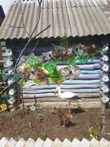 Дерево для украшения сада из пластиковых бутылок фото 8