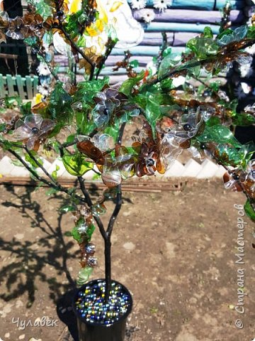 Дерево для украшения сада из пластиковых бутылок фото 11