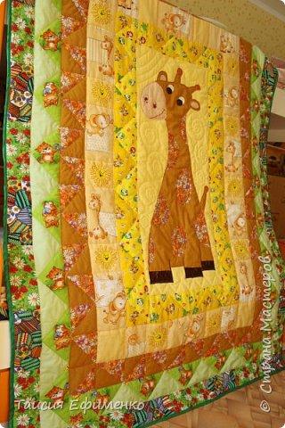 Т.к. вся детская у нас в стиле Африка, то и покрывало решила сделать с жирафиком:) фото 6