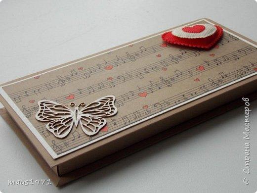 Встретился мне на просторах Интернета очень качественный шаблон коробочки. http://liarte.ru/upakovka-dlya-podarka-svoimi-rukami-korobochka-dlya-deneg/ Напечатал его на бумаге или картоне, вырезал, сложил и готова коробочка. Можно и шоколадку туда небольшую положить, а я её использую как упаковку для денег.  и так увлёк меня этот процесс, что не могу остановиться, вот первые две коробочки. Еще 6 заготовок ждут декора.  Первая сиреневая. Цветочки из фома. фото 7