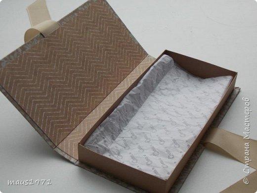 Встретился мне на просторах Интернета очень качественный шаблон коробочки. http://liarte.ru/upakovka-dlya-podarka-svoimi-rukami-korobochka-dlya-deneg/ Напечатал его на бумаге или картоне, вырезал, сложил и готова коробочка. Можно и шоколадку туда небольшую положить, а я её использую как упаковку для денег.  и так увлёк меня этот процесс, что не могу остановиться, вот первые две коробочки. Еще 6 заготовок ждут декора.  Первая сиреневая. Цветочки из фома. фото 12