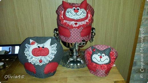 кошачья семейка...грелки на чайник ( большой-на самовар). цветовая гамма по желанию заказчицы...вот, уже и на заказ шью)))  фото 2