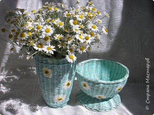 """Всем рукодельницам большой привет!  Даже не верится, завтра ЛЕТО!.. Хотя и нас не обошла стороной непогода: то снег повалил среди цветения, то просто стояли холодные дни и ночи. Но, все же, по расписанию цвели цветы, буяли кусты, деревья. Не устояла я перед их красотой, поддалась цветочному настроению: сплела """"цветочные"""" шкатулки, вазочку... Несколько вышитых игольниц. Смотрите, рукодельницы, оценивайте.   ШКАТУЛКА И ИГОЛЬНИЦА  """"ИРИСЫ"""". фото 24"""