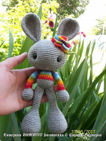 Весенний кролик по МК Josephine Wu , над переводом трудилась businka738.   Работа выполнена из 100% акрила Kartopi kristal.  фото 1