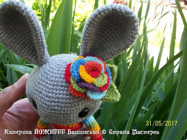 Весенний кролик по МК Josephine Wu , над переводом трудилась businka738.   Работа выполнена из 100% акрила Kartopi kristal.  фото 2