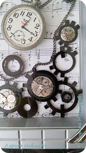 Панно из часов с неинтересным циферблатом. Механизм достала,остальное использовала,как рамку для моего панно. фото 2