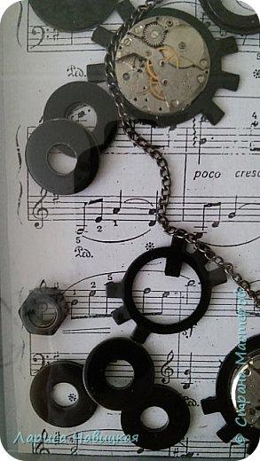 Панно из часов с неинтересным циферблатом. Механизм достала,остальное использовала,как рамку для моего панно. фото 5