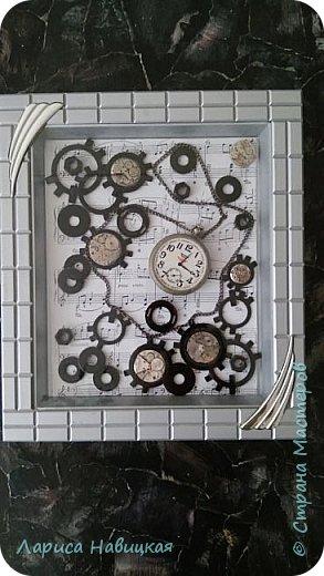 Панно из часов с неинтересным циферблатом. Механизм достала,остальное использовала,как рамку для моего панно. фото 6