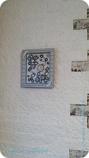 Панно из часов с неинтересным циферблатом. Механизм достала,остальное использовала,как рамку для моего панно. фото 7