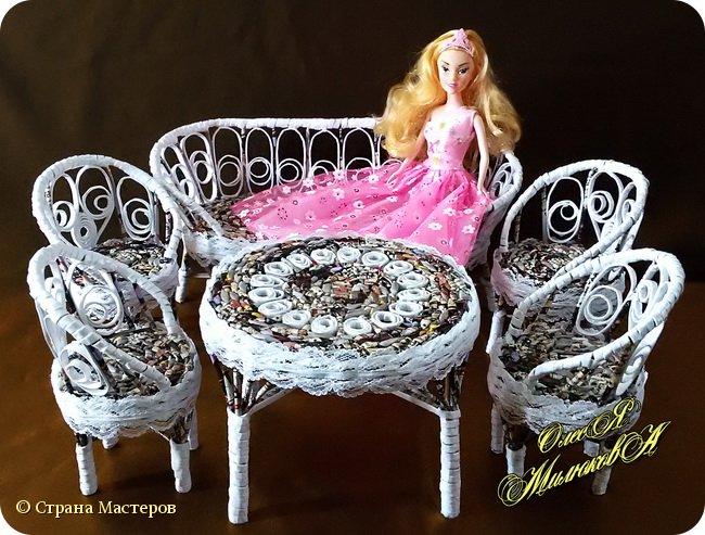 Здравствуйте! Скоро у моей племашки-крестницы День рождения. Ей исполнится 6 лет. И вот такой подарок подготовила ей на этот раз ее крестная. Конечно это не карета из тыквы, бальное платье и хрустальные башмачки, а всего лишь кукольная мебель))) фото 1