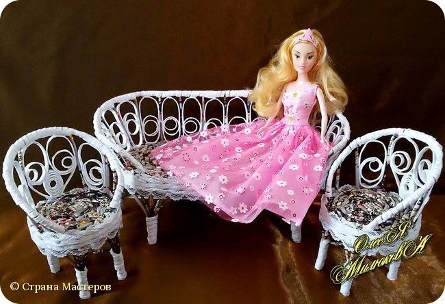 Здравствуйте! Скоро у моей племашки-крестницы День рождения. Ей исполнится 6 лет. И вот такой подарок подготовила ей на этот раз ее крестная. Конечно это не карета из тыквы, бальное платье и хрустальные башмачки, а всего лишь кукольная мебель))) фото 2
