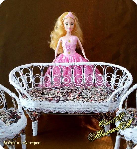 Здравствуйте! Скоро у моей племашки-крестницы День рождения. Ей исполнится 6 лет. И вот такой подарок подготовила ей на этот раз ее крестная. Конечно это не карета из тыквы, бальное платье и хрустальные башмачки, а всего лишь кукольная мебель))) фото 3