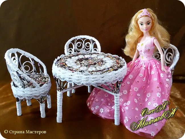 Здравствуйте! Скоро у моей племашки-крестницы День рождения. Ей исполнится 6 лет. И вот такой подарок подготовила ей на этот раз ее крестная. Конечно это не карета из тыквы, бальное платье и хрустальные башмачки, а всего лишь кукольная мебель))) фото 6