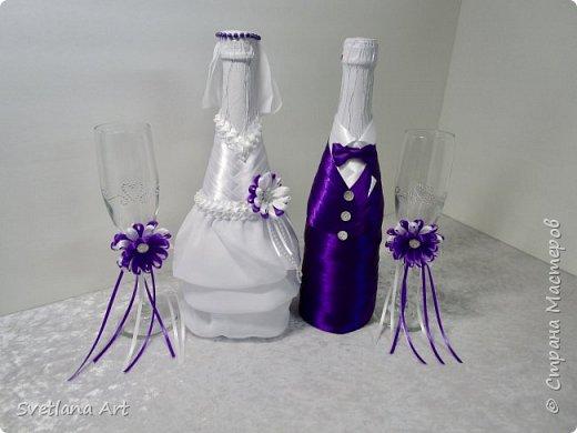 """Вот такой наборчик получился(казна,3 свечи,2 бокала, """"жених и невеста""""- 2 бутылки, книга для пожеланий, ручка, подушка для колец, корзиночка для лепесточков,2 заколки для маленьких дружек, подвязка и табличка с надписью """"идет невеста"""". фото 3"""